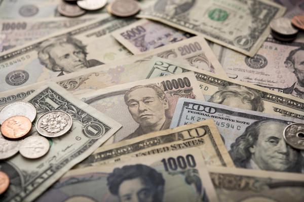 色々な国のお札やコイン